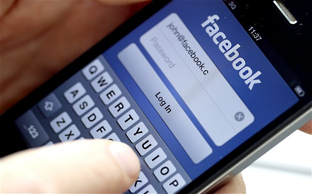 La batalla contra el terrorismo se libra ahora también en el terreno de las redes sociales.  Las opiniones están servidas.